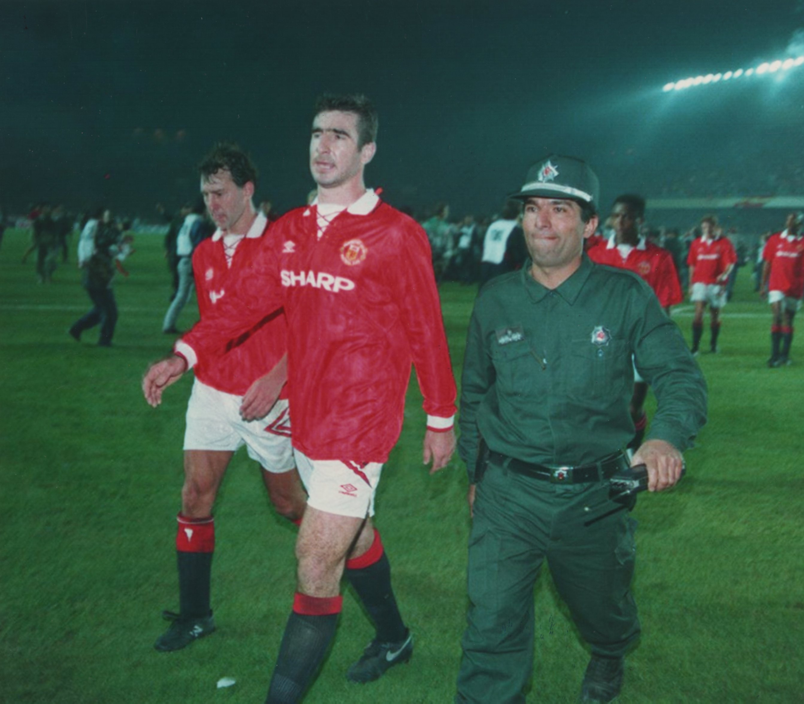 Two former manchester united players in roy keane and eric cantona have been recognised for their contribution to the premier league by. Man Utd Legend Eric Cantona Wanted To Kill F Er Policeman After Being Punched At Galatasaray Reveals Roy Keane
