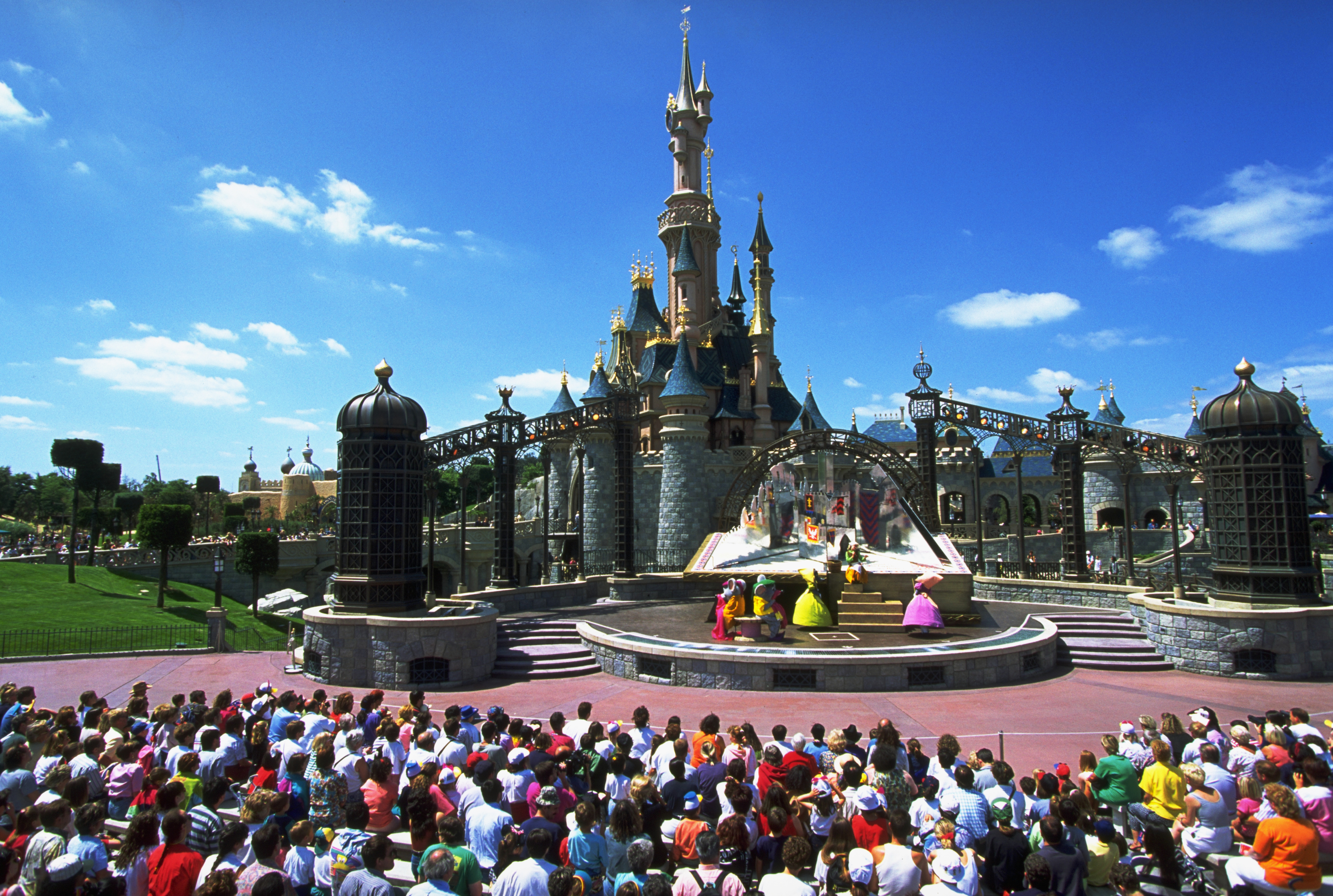 Can I visit Disneyland Paris and Disney World? Latest advice as ...