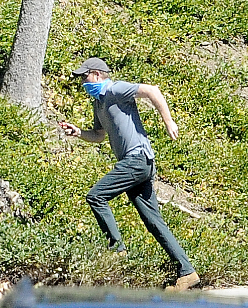 Prince Harry protected himself from the heat in a brown baseball cap, sunglasses and a grey T-shirt
