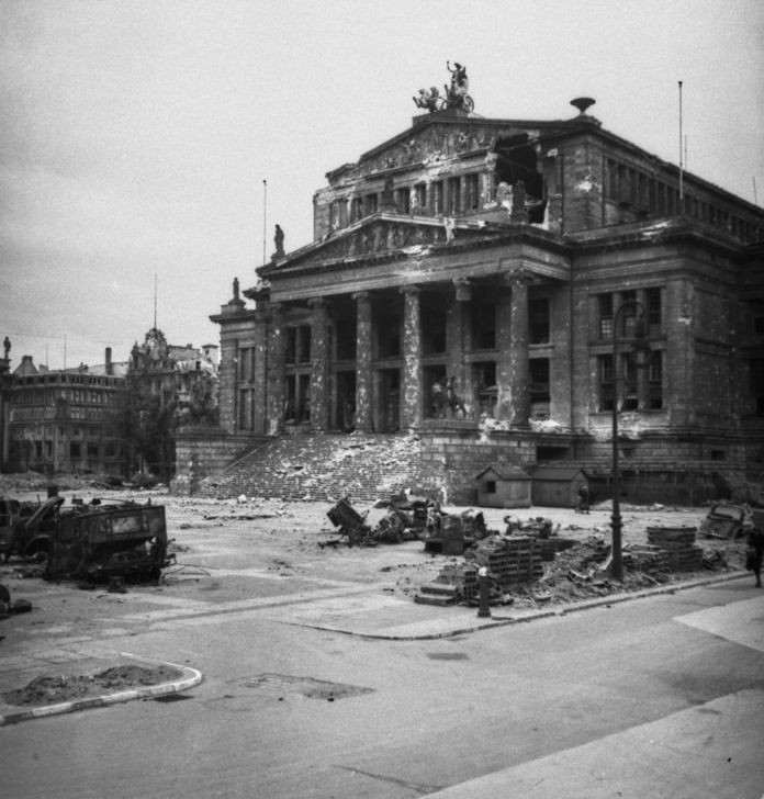 The bomb destroyed the debris of the Berlin Konzerthaus concert hall