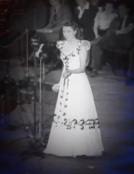 She played a virtual duet with a young Lady Vera Lynn behind closed doors in the emblematic place of London