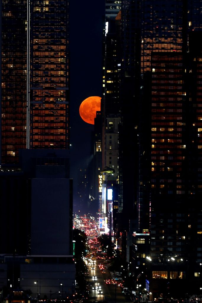 The Strawberry Moon rising in New York in 2018