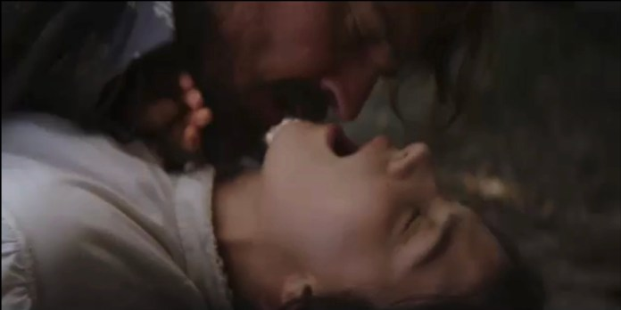 The actress in a steamy sex scene during the episode of Monday night