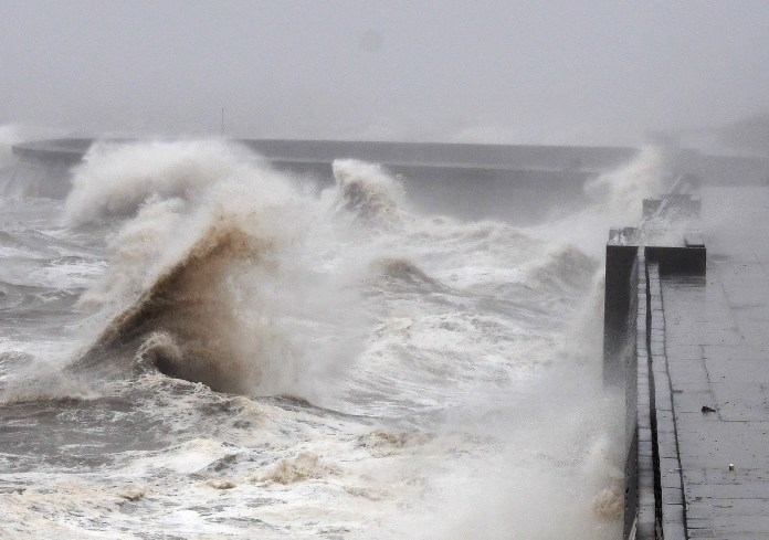 Strong winds on Friday caused dangerous waves on the north shore of Blackpool