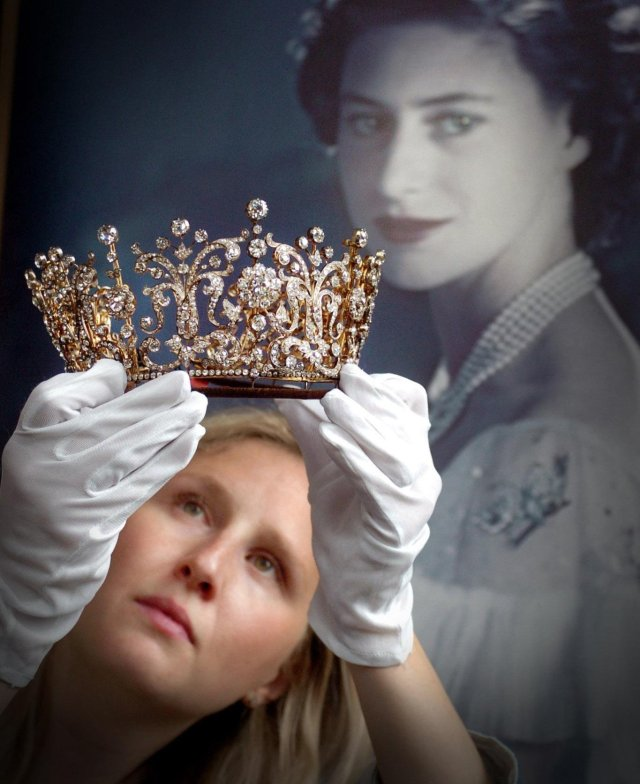 The elegant crown worn by the Princess was auctioned off