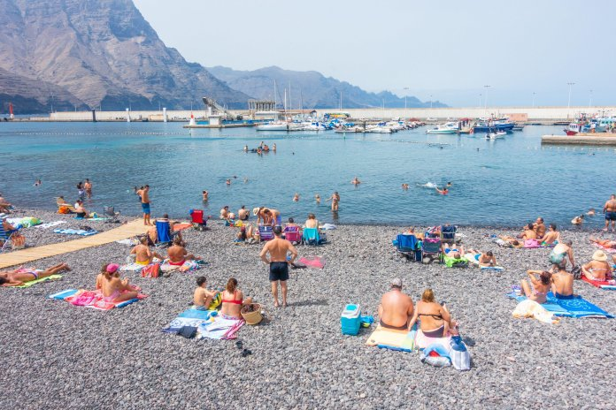 Lanzarote and Tenerife could welcome tourists by this week