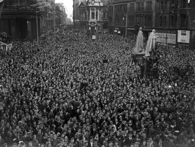 Thousands of revellers packed into Victoria Square, Birmingham to celebrate VJ Day with gusto, August 15 1945