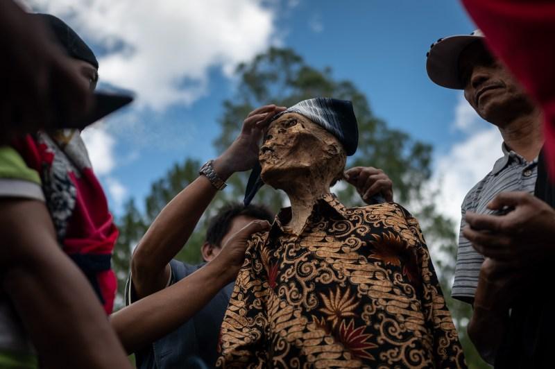 La tribu croit que le rituel leur apporte la chance