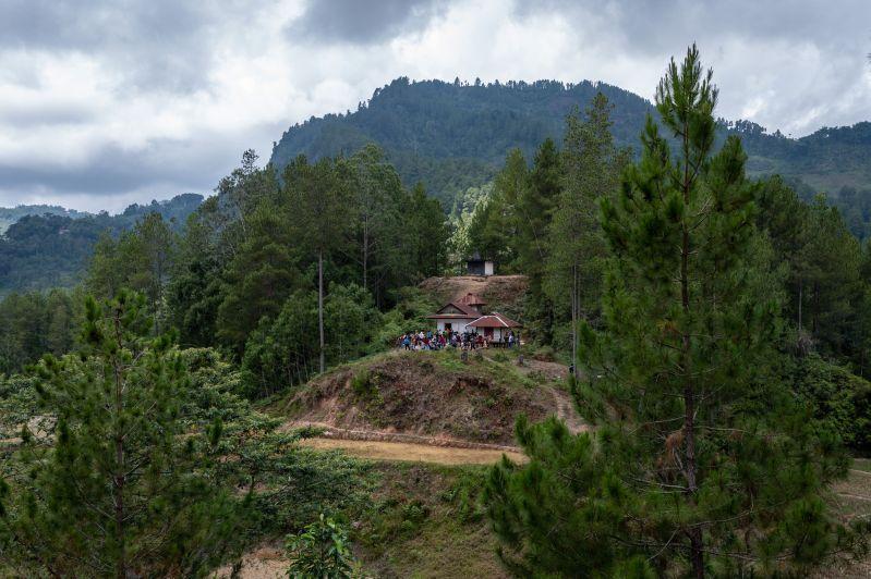 Il y a environ un million de Torajans en Indonésie, dont la plupart vivent dans la région sud de Sulawesi