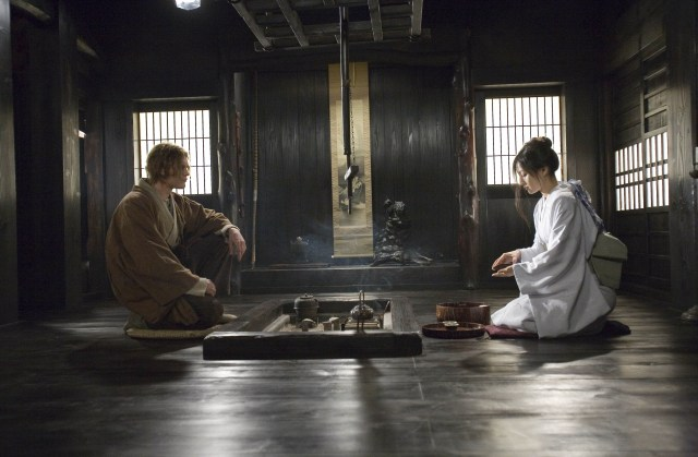 Ashina playing a cocubine opposite US actor Michael Pitt in the film Silk