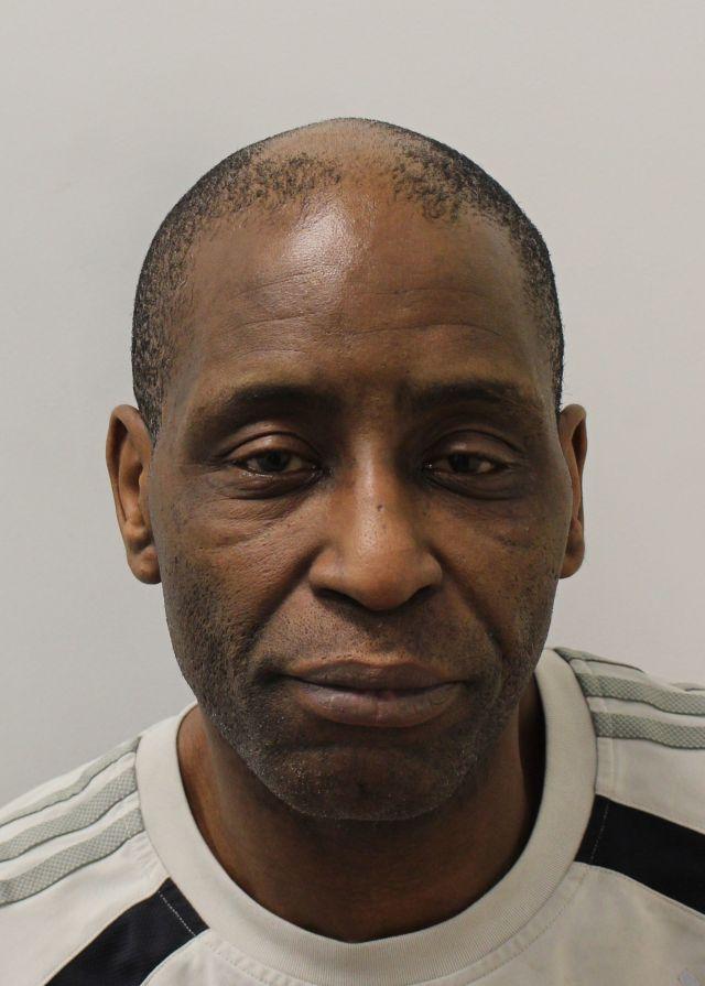 Le double meurtrier Michael Weir a utilisé 165000 £ d'argent des contribuables pour financer des offres afin de s'en tirer avec ses crimes