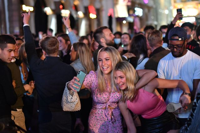 Drinkers out in London's West End before new lockdown restrictions on Monday