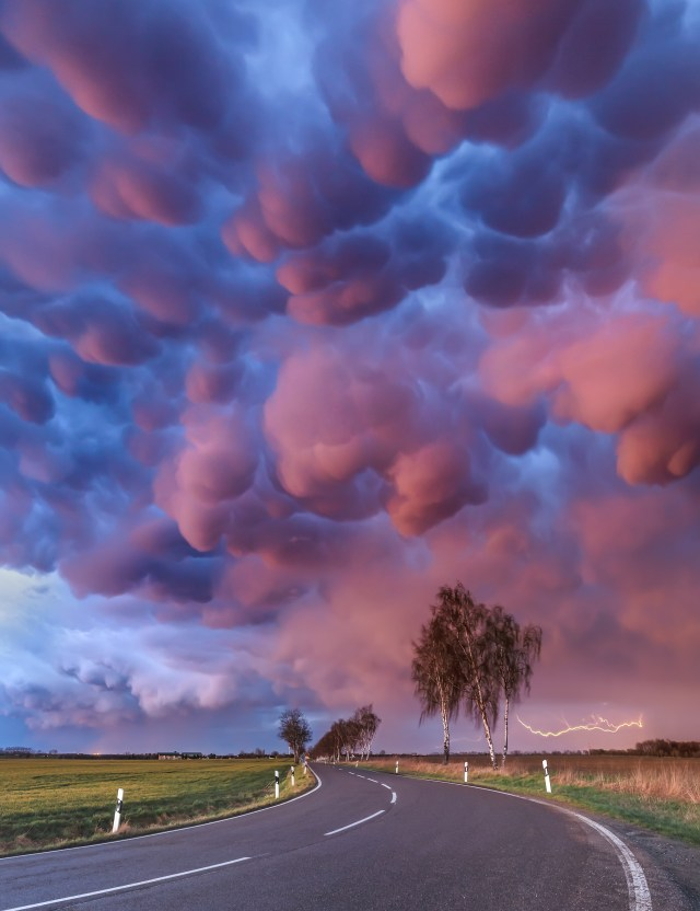 This spectacular shot of Mammatus clouds shining in a pink and purple hue was captured by Boris Jordan in Leipzig