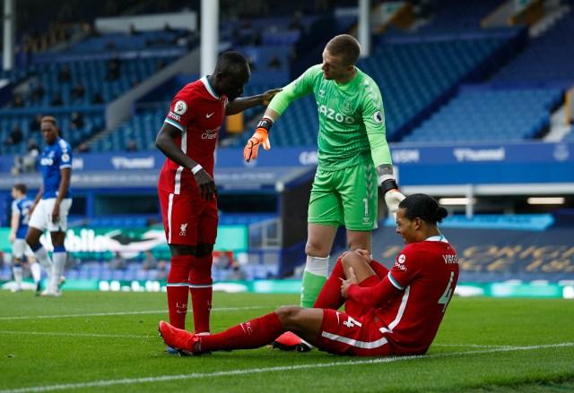Neither Van Dijk nor Mane were happy with Pickford's conduct