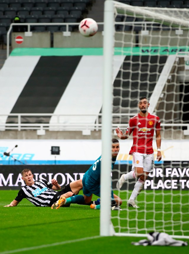 Bruno Fernandes scored with a super finish for Manchester United's decisive second goal