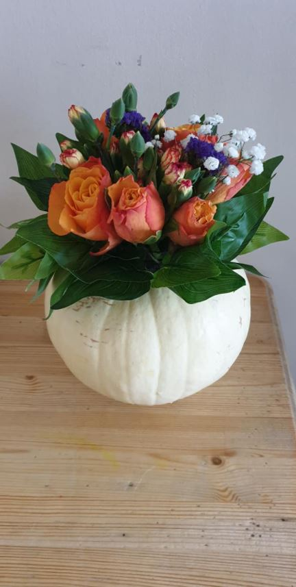 People are turning pumpkins into pretty flower vases for Halloween and they look beautiful