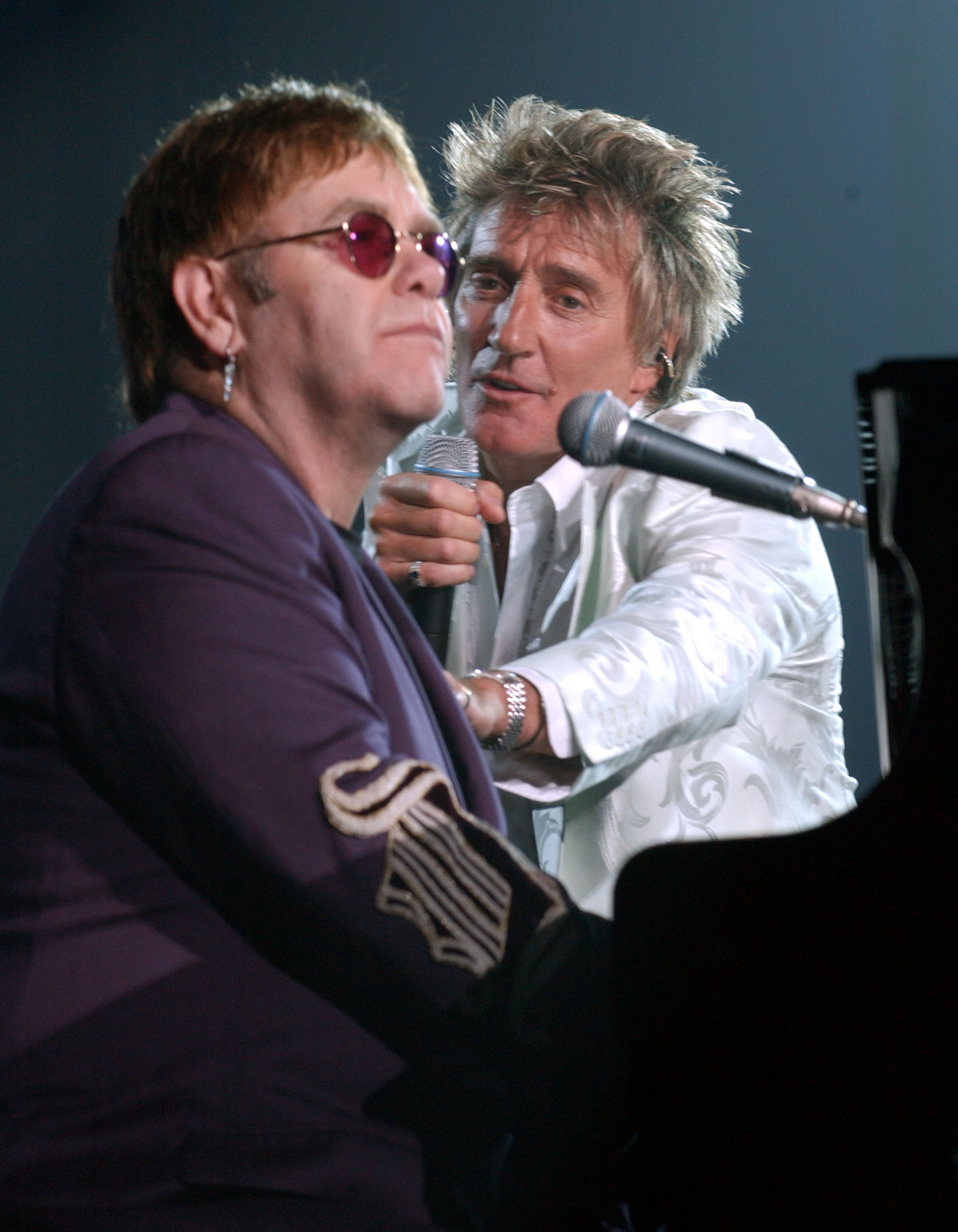 Elton John plans to end his feud with Rod Stewart by sending him a Christmas card