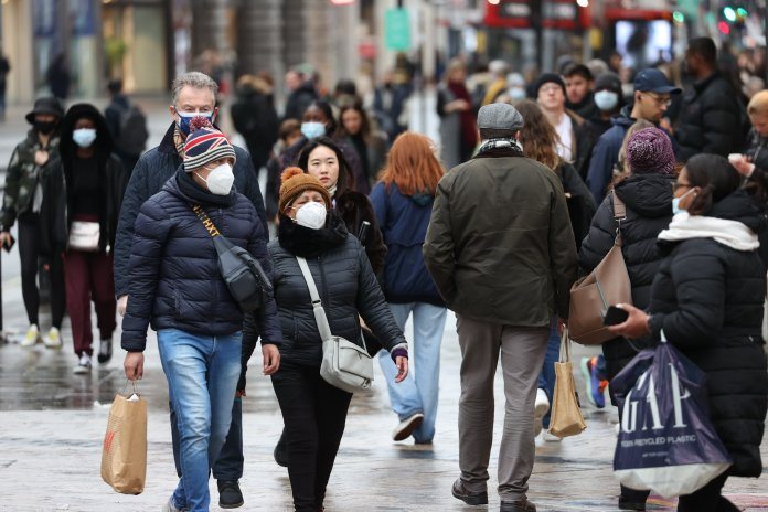 People shop while wearing masks as R rate increases in UK
