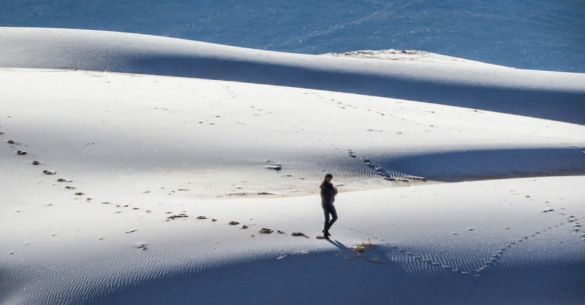 Photographer Karim Bouchetata has captured photos of the Sahara covered in snow