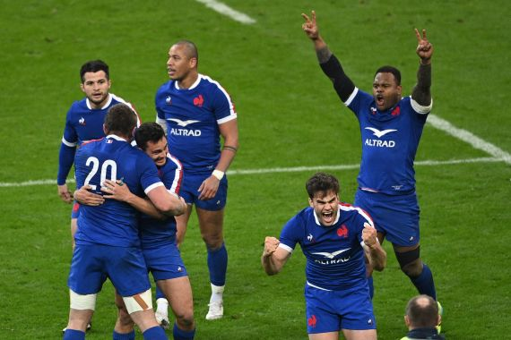 France beat Wales to keep their title dream alive
