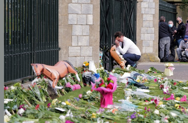 A mourner at the castle gates