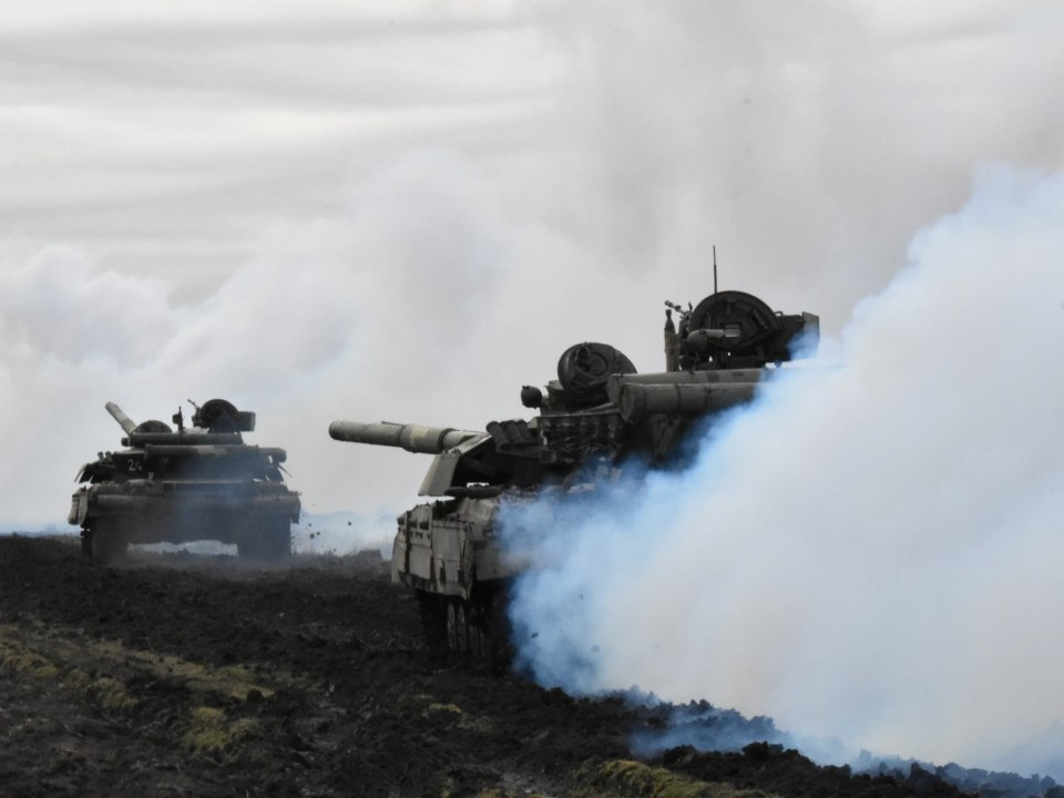 Ukrainian forces tanks have been pictured during drills near the border of Russina-annexed Crimea