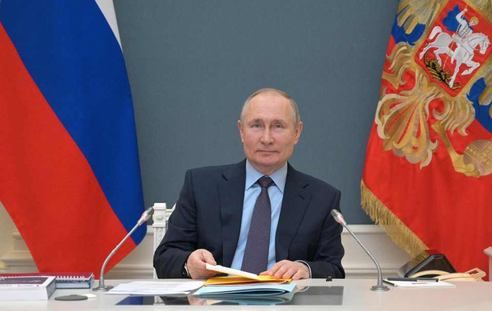 Putin is building up the military capacity on the Ukraine border, say experts