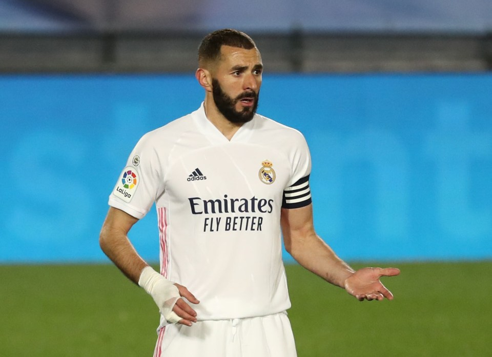 Karim Benzema deserves a recall to the France set-up as his exile is not football-related, according to Arsene Wenger