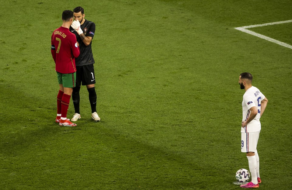 Ronaldo had a word with his keeper before Benzema took the penalty
