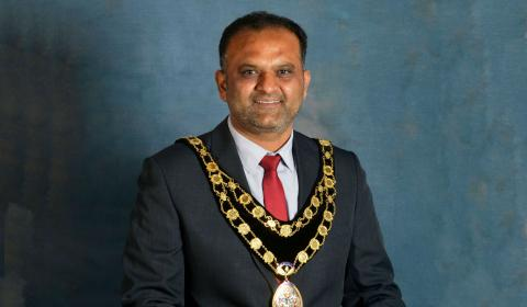 The newly elected Mayor is still in his role despite the horrific fight
