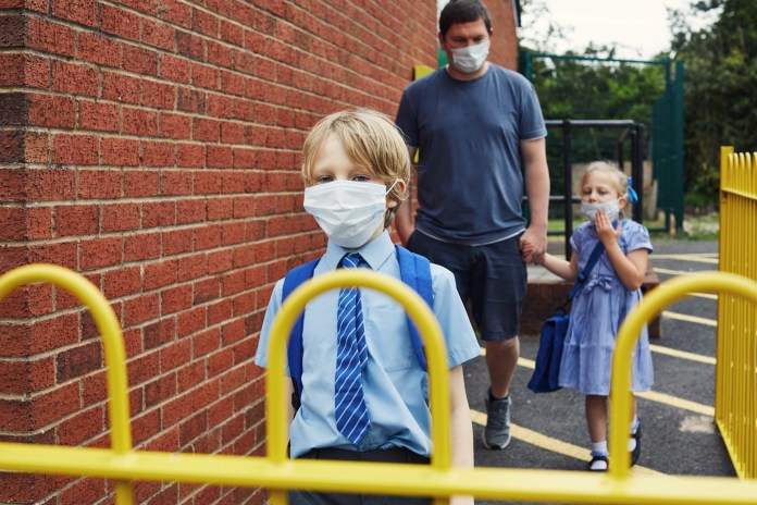 ما يقرب من نصف الآباء قلقون بشأن إعادة أطفالهم إلى المدرسة