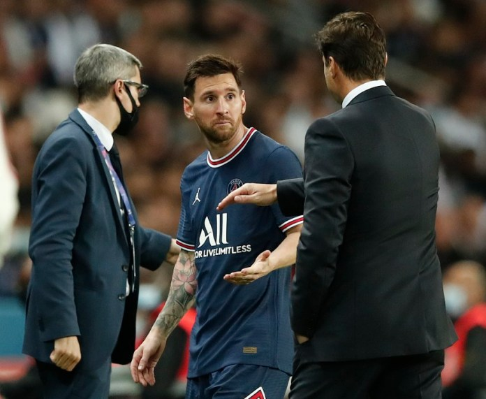 Messi shook hands with Pochettino but was surprised by his manager's decision