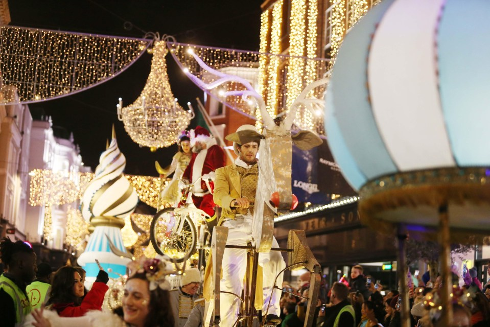 Spectacular Images Capture Carnival Atmosphere As