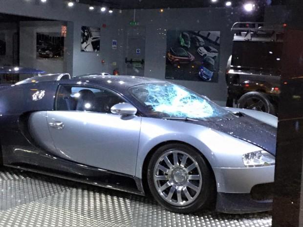 Afzal Kahn's Bugatti Veyron vandalized