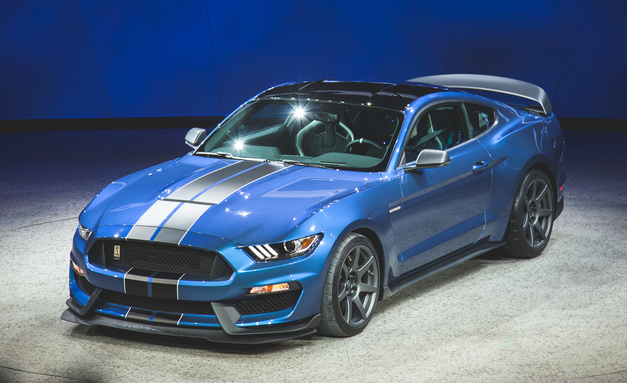 mustang gt350r makes a strong case for performance car of the year. Black Bedroom Furniture Sets. Home Design Ideas