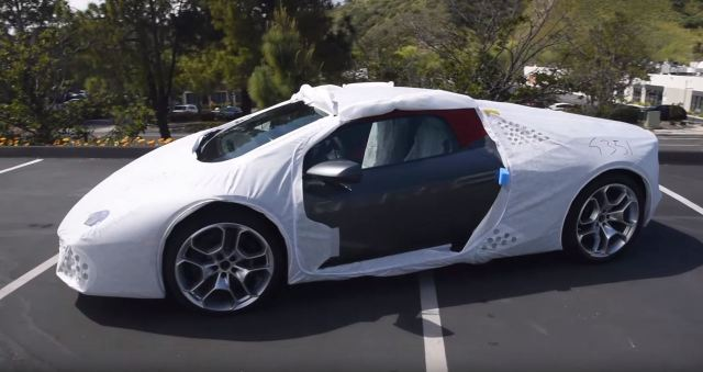 Lamborghini Huracan wrapped like a Christmas present