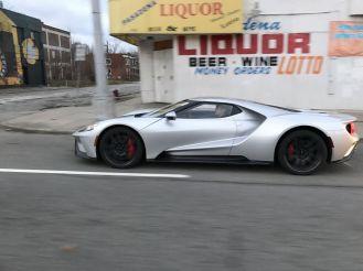 Reddit user spots Silver Ford GT cruising around Detroit-2