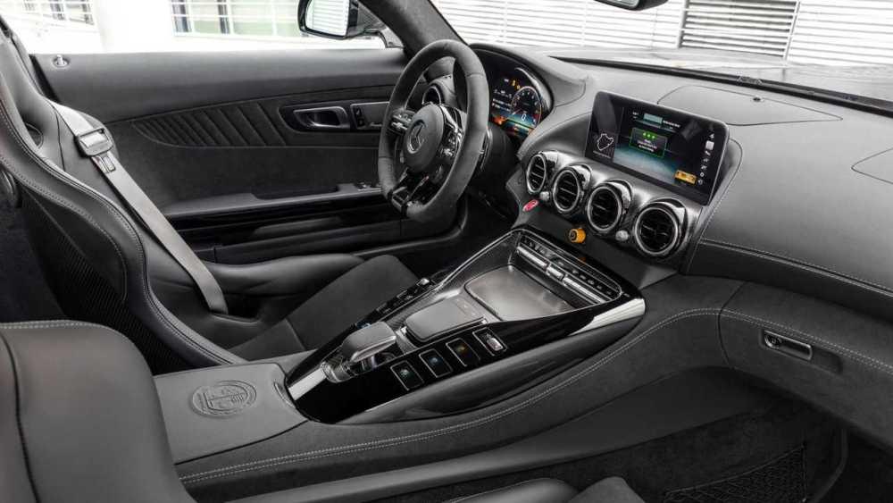 Mercedes-AMG-GTR-Pro-07