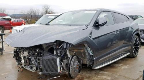Lamborghini Urus Crashed (1)