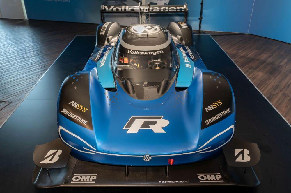 Volkswagen-ID.R-electric-car-Nurburgring-1