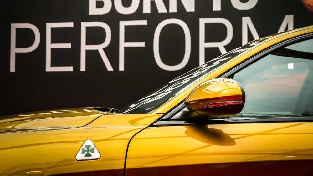 Gold Alfa Romeo Giulia Quadrifoglio-Mille Miglia-1