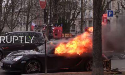Ferrari-Porsche-vandalized-fire-Yellow-vest-protest