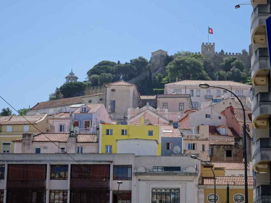 Baixa - Looking up to the Castelo