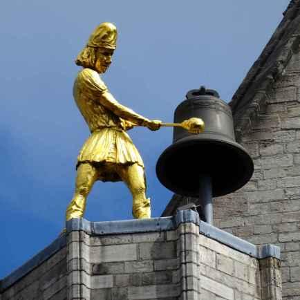 38 Leuven Cathedral bell striker closer