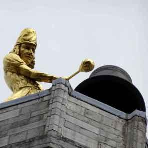 Brief return: Leuven Cathedral bell striker
