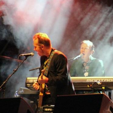 Backing musicians and Stefan Sporsén on keyboard
