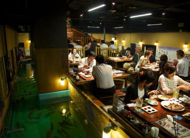 Een restaurant waar je je eigen eten vangt wordt een Zauo Restaurant genoemd. Foto door Thierry Draus.