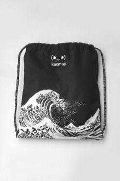 kaomoji-kanagawa-drawstring-bag-1-595x892