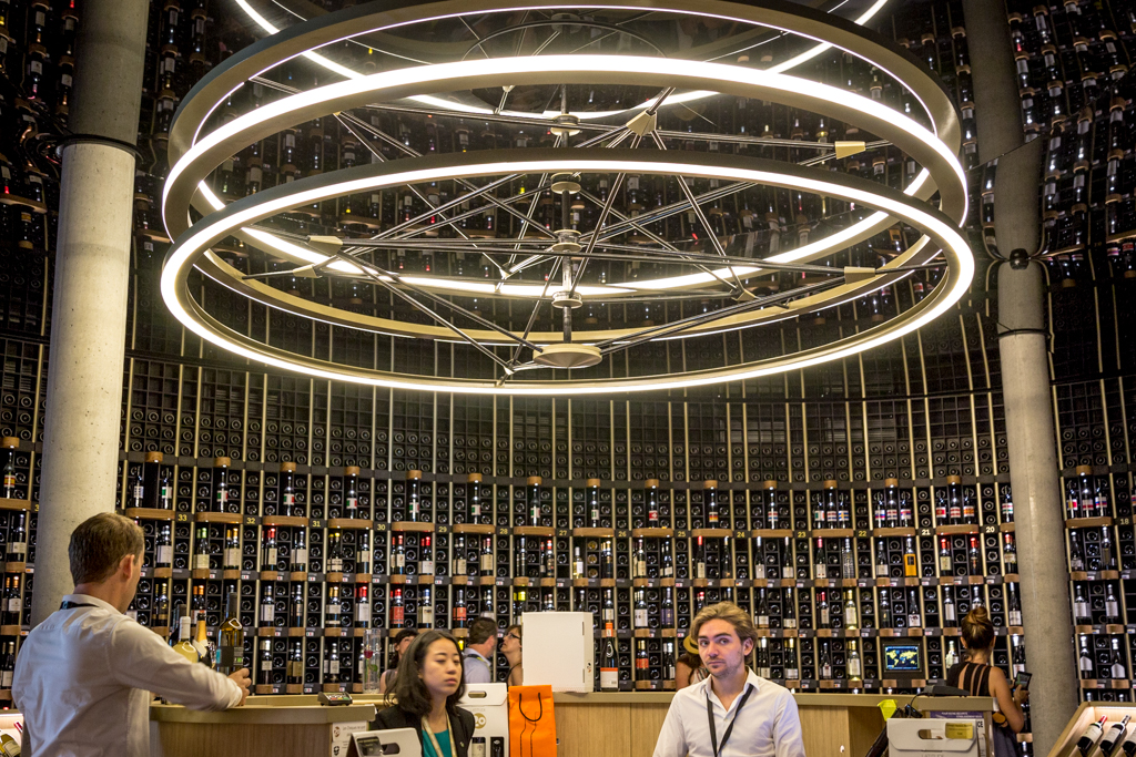 La Cite du Vin is Bordeaux's newest wine museum, and it's just as impressive as it looks! A must-see when in Bordeaux, France.