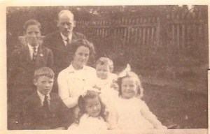 WG Sweet and Jean Brown with children: Alastair, Wallace, Jean and Barbara, the baby will be Archie so about 1915.